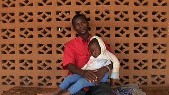 Die Non-Profit-Organisation DNDi (Initiative für Medikamente gegen vernachlässigte Krankheiten) hat dafür gesorgt, dass für die Ärmsten dieser Welt Medikamente gegen Krankheiten erforscht und entwickelt werden, die von der Pharma-Industrie bislang vernachlässigt wurden. Bild: ARTE F / © Frédéric Laffont/Interscoop
