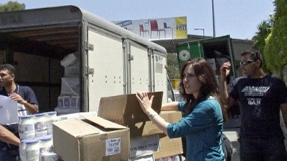 Ein ganzer Lastwagen voll koscherer Lebensmittel muss mit nach Vietnam. Bild: WDR
