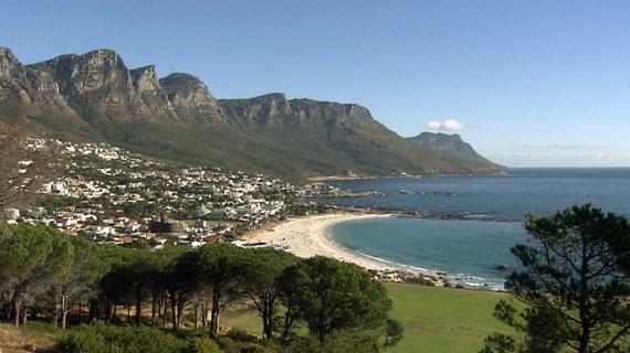 Die Bergkette der 12 Apostel schafft eine spektakuläre Kulisse. Bild: NDR