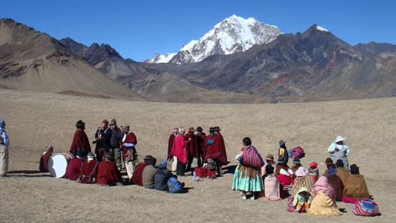 Die Bevölkerung Boliviens führt die Legenden und die Kultur der Inka fort, die den spanischen Konquistadoren zum Opfer fielen. Bild: ARTE F / © System TV