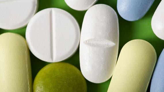 Jährlich geben die Einwohner der Industriestaaten nahezu 150 Milliarden Euro für Arzneimittel aus. Ein gigantischer Markt für Pharmahersteller, die zu den mächtigsten Unternehmen der Welt zählen. Bild: ARTE F