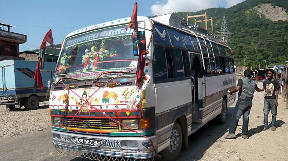 In 3 Tagen erreicht der Bus Kathmandu. Bild: PHOENIX/ZDF/ARTE/Telekult/Thomas Bergmann