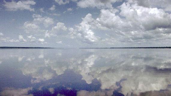 Schon oft wurde über das riesige Fluss-System des amazonas berichtet. Doch die Unterwasserwelt des Amazonas - seine Tiefen - wurden bisher kaum erforscht. Bild: HR/NDR/Roland Gockel