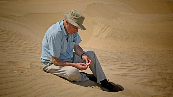 Warum starb der Elefantenvogel aus? Naturforscher David Attenborough geht dieser Frage im Süden Madagaskars auf den Grund. Bild: ARTE F / © Graham Ross
