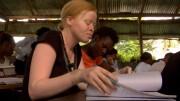 Araphas Geschichte gibt Einblick in die bisweilen dramatische Lebenssituation tansanischer Albinos, die nicht nur für politische Anerkennung, sondern sogar um das schlichte Grundrecht auf physische und psychische Unversehrtheit kämpfen müssen. Bild: ARTE France
