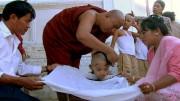 n Myanmar feiert ein 10-jähriger Junge seinen Eintritt ins buddhistische Kloster. Bild: PHOENIX/ZDF/ARTE/Li Xiaoshan