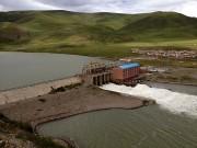 Chinesische Generäle schlagen vor, 300 Milliarden Tonnen Wasser aus Tibet in den Nordosten Chinas umzuleiten. Das entspricht der vierfachen jährlichen Wassermenge des Rheins. Doch das Wasser wird auch in den Nachbarstaaten dringend benötigt. (Bild: WDR / © Thomas Weidenbach/Längengrad Filmproduktion)