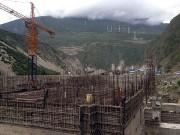 Überall in Tibet entstehen Wasserkraftwerke und Staudämme, denn Chinas boomende Wirtschaft ist immer mehr auf den Strom und das Trinkwasser aus Tibet angewiesen. (Bild: WDR / © Thomas Weidenbach/Längengrad Filmproduktion)