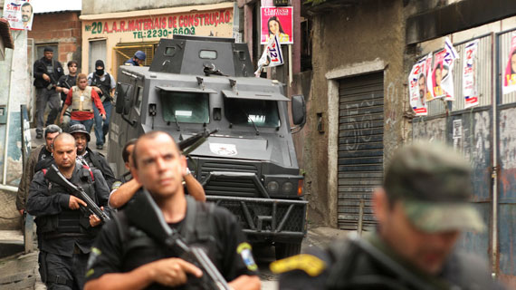 Polizeirazzia in Complexo do Alemao (German's Complex) Bildrechte: ARTE F / © Douglas Engle