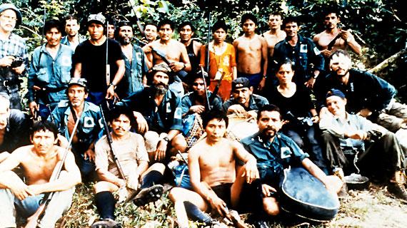 In den Regenwäldern des Amazonas-Gebiets sind Völker zu Hause, die nie zuvor mit der modernen Zivilisation in Berührung gekommen sind. Doch nun wird ihr Lebensraum durch das unaufhaltsame Vordringen fremder Einflüsse bedroht. Bild: ARTE F