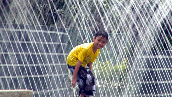 Singapur muss nicht mit Wasser geizen. Dank langjähriger Strategien der Wasserspeicherung und Neuaufbereitung steht Singapur inzwischen vor der langersehnten Selbstversorgung. Bild: Arte