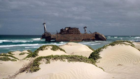 Unberechenbare Stürme und zahlreiche Felsriffe sind schon manchem Schiff zum Verhängnis geworden. Bild: rbb/BR/Walter Sigl