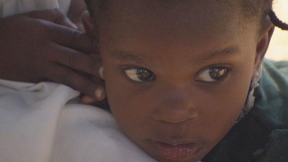 Die Kinder Taschishka und Rose Micha wurden freiwillig von ihren Eltern an Menschenhändler gegeben. Bild: SWR