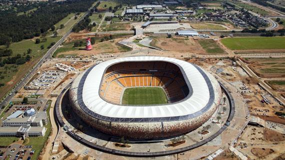 Ein gigantisches Bauvorhaben wurde hier realisiert: Soccer City Stadion in Johannesburg, Austragungsort der WM 2010. Bild: WDR/Imago