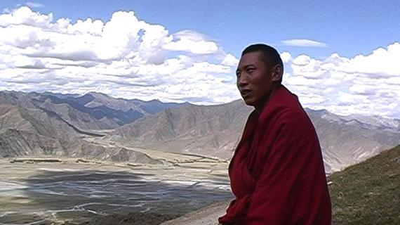 Die Kora ist die traditionelle Umrundung einer heiligen Stätte, die nach tibetischem Glauben der inneren Reinigung dient. Bild: ZDF / Olina Lorencova