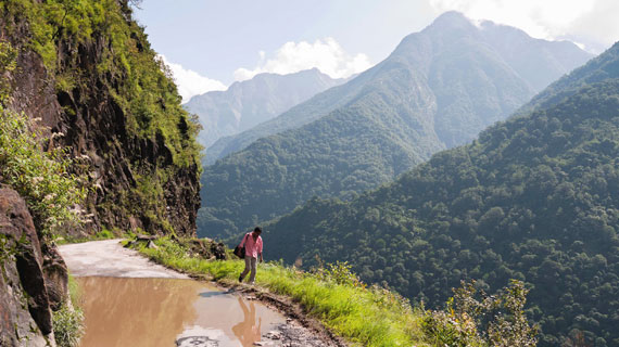 Dzongu im Norden Sikkims: Nur eine Straße führt nach Saffu. Bild: ARTE / © MedienKontor FFP/Werner Kiefer