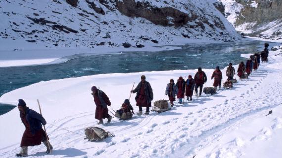Der Weg über den zugefrorenen Fluss Chadar - ein Wagnis auf Leben und Tod. Bild: NDR