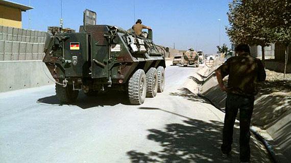 Im zehnten Jahr des Afghanistan-Krieges wird der Sinn des Einsatzes für viele immer zweifelhafter. Bild: NDR/Matthias Günther