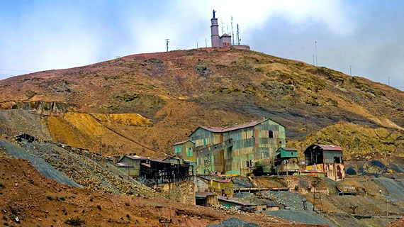 """Der """"Reiche Berg"""" in der bolivianischen Stadt Potosi barg die größten Silbervorkommen der Welt. Bild: PHOENIX/ZDF/Michael Gregor"""