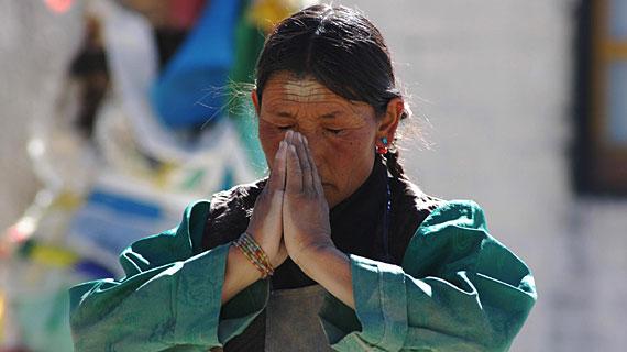Tibetische Pilgerin Bild: ARTE F / © Sevenstones Media
