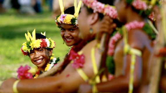 Pure Lebenslust: Die Inselbewohner von Yap legen großen Wert auf ihre Kultur. In alten Tänzen überliefern sie ihre Geschichte und Traditionen. Bild: NDR/Naturfilm/BBC 2007