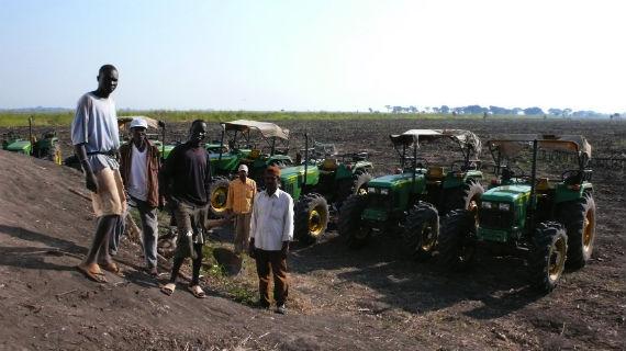 """Indische Investoren betreiben in Äthiopien Reisanbau - und schreiben damit Geschichte: Dieses Land wurde noch nie bewirtschaftet. Es ist """"grünes Gold"""". Bild: ARTE F / © Alexis Marant"""