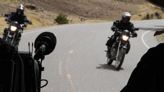 Dreharbeiten mit den Motorrädern auf dem Weg von den Anden bis nach Feuerland. Bild: ZDF / SWR, Thomas Aders
