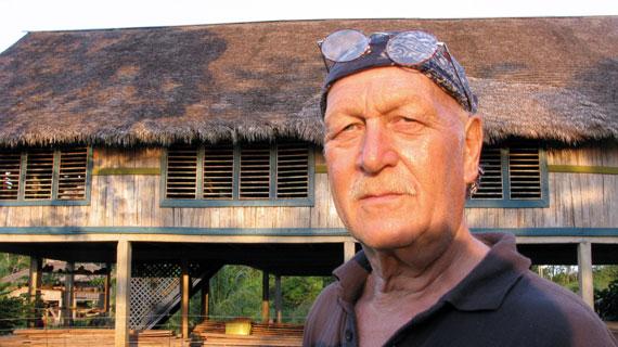 Dieter Dubbert in seinem neuen Hüttendorf. Bild: BR/filmworks