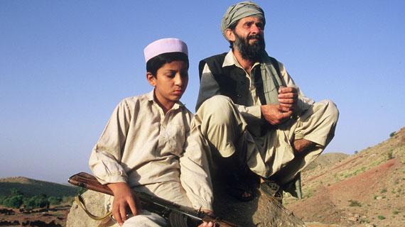 Noch ahnt der Vater Sher (Sher Alam Miskeen Ustad) nicht, dass sein Sohn Niaz (Niaz Khan Shinwari) eigene Pläne für seine Zukunft hat. Bild: ARD Degeto