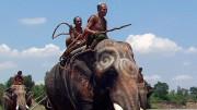 Die Jagd auf wilde Elefanten ist in Thailand schon seit dreißig Jahren verboten. Der 78jährige Long Mhiu zeigt uns, wie sie ablief. Bild: PHOENIX/ZDF/ARTE/Li Xiaoshan