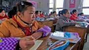 Tang Zhengyues Mädchenklasse wurde erst vor kurzem in dem kleinen chinesischen Dorf gegründet. Zuvor wurden sie in ihren Familien zur Hausarbeit erzogen. Bild: PHOENIX/ZDF/ARTE/Li Xiaoshan